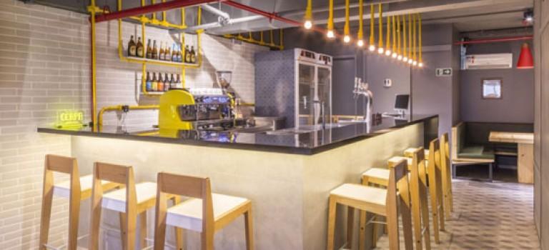دکوراسیون صنعتی و پرانرژی این کافه برزیلی