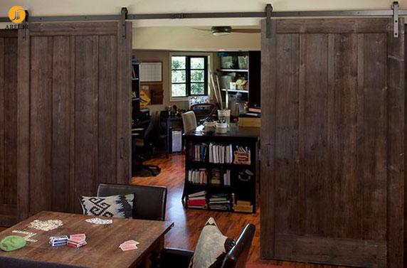 25 ایده استفاده از درب کشویی چوبی در دکوراسیون منزل