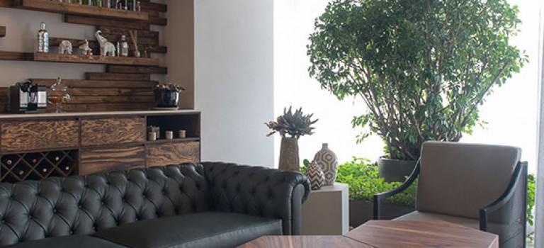 طراحی خلاقانه سقف با استفاده از چوب های دکوراتیو