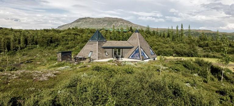 طراحی کلبه به شکل هرم و چشم انداز بی نظیر ایسلند