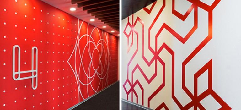 طرح های جذاب گرافیکی بر روی دیوار های دفتر اداری