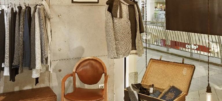 طراحی داخلی مغازه برند لباس با سبکی قدیمی و کلاسیک