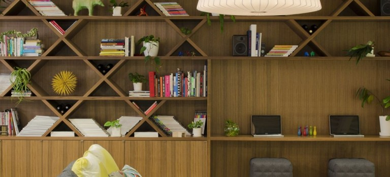 با استفاده از طرح های این کتابخانه های خانگی مدرن، دکوراسیون داخلی منزلتان را زیباتر کنید.