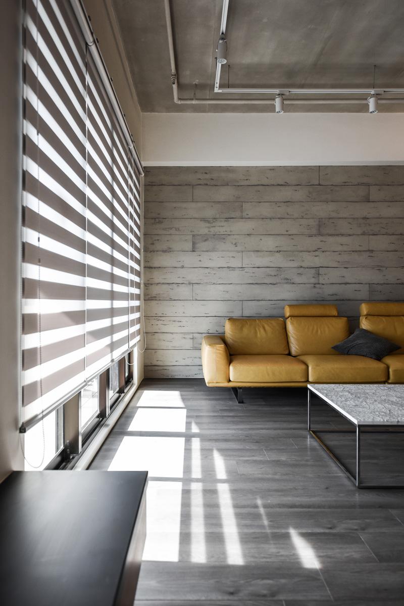 ترکیب چوب، بتن و فلز در دکوراسیون داخلی آپارتمانی در تایوان