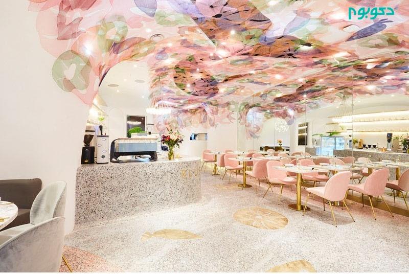 طراحی داخلی رستورانی با نقاشی های رنگی و با طرح موجودات دریایی