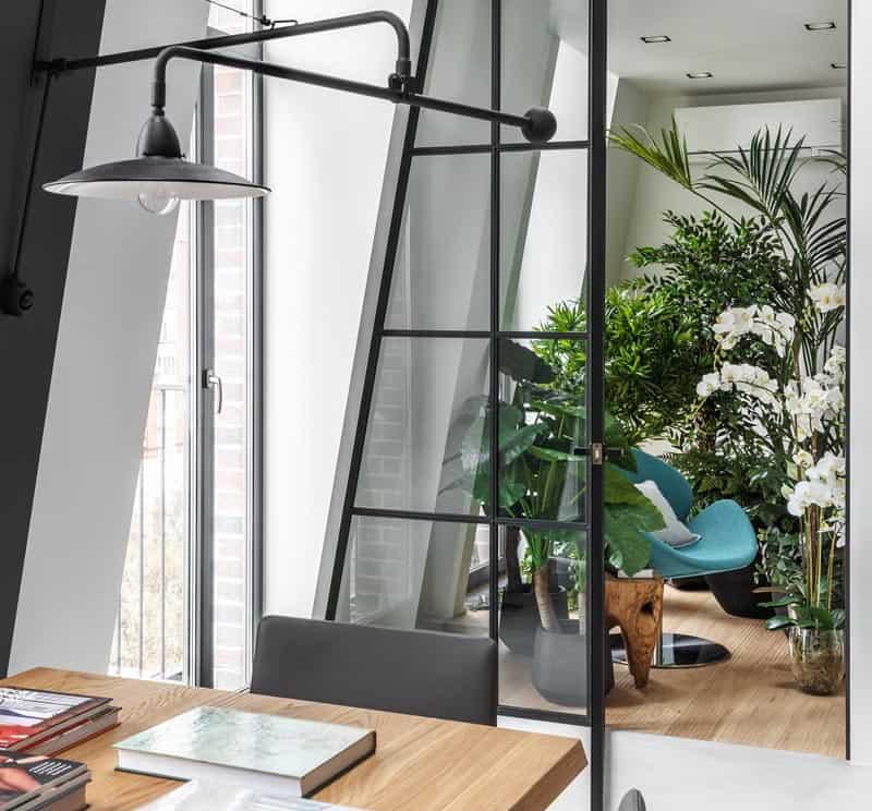 باغ داخلی کنجی آرامش بخش در دکوراسیون آپارتمانی مدرن