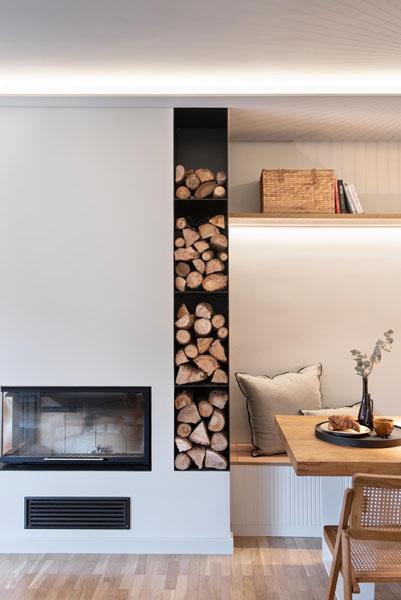 بازسازی خانه با شومینه چوبی