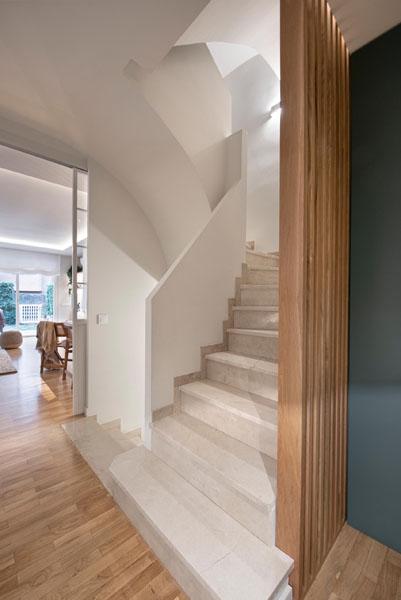 پله های منزل