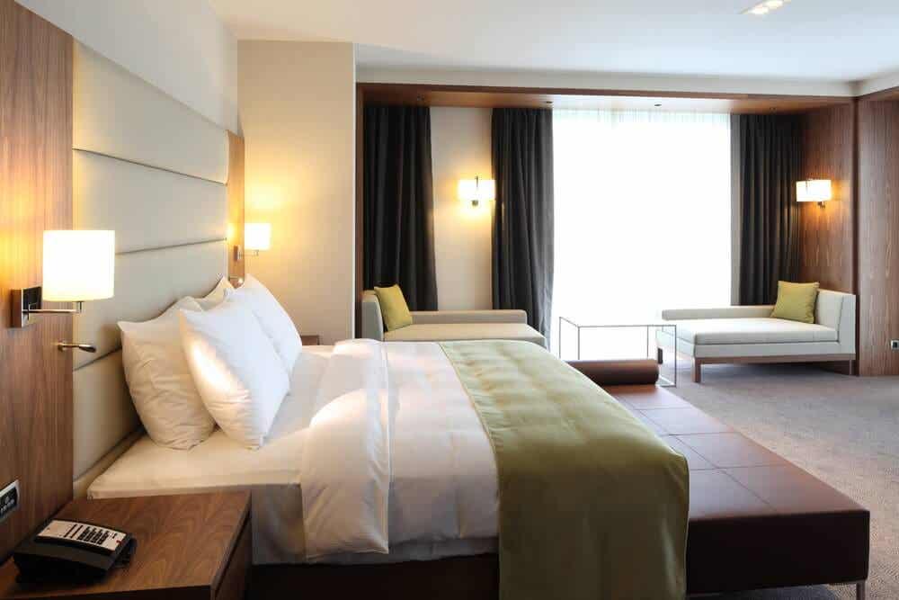 اتاق هتل.