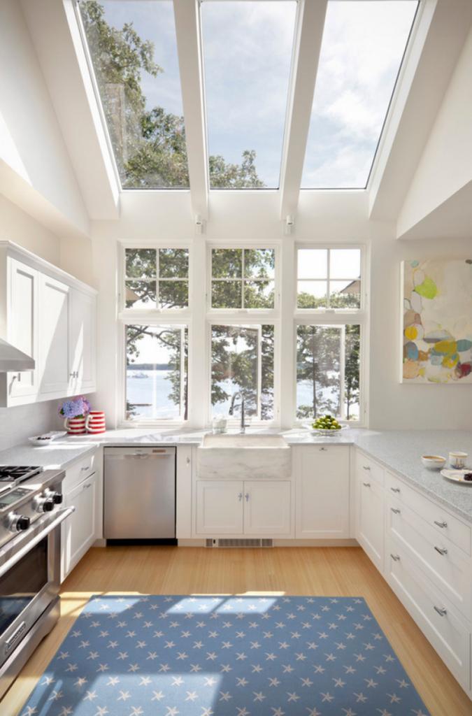 پنجره سقفی در خانه